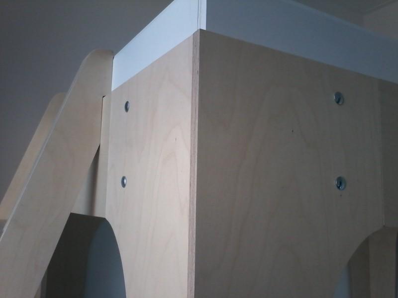 Hoogslaper met trap en nachtkastje detail hoek