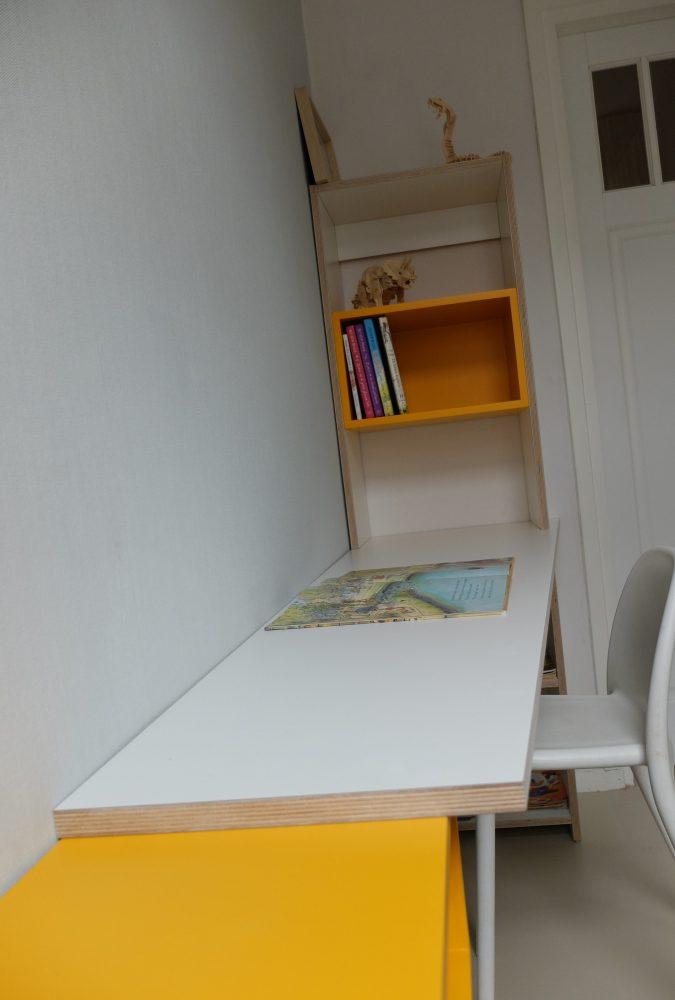 Bureau met boekenkastje